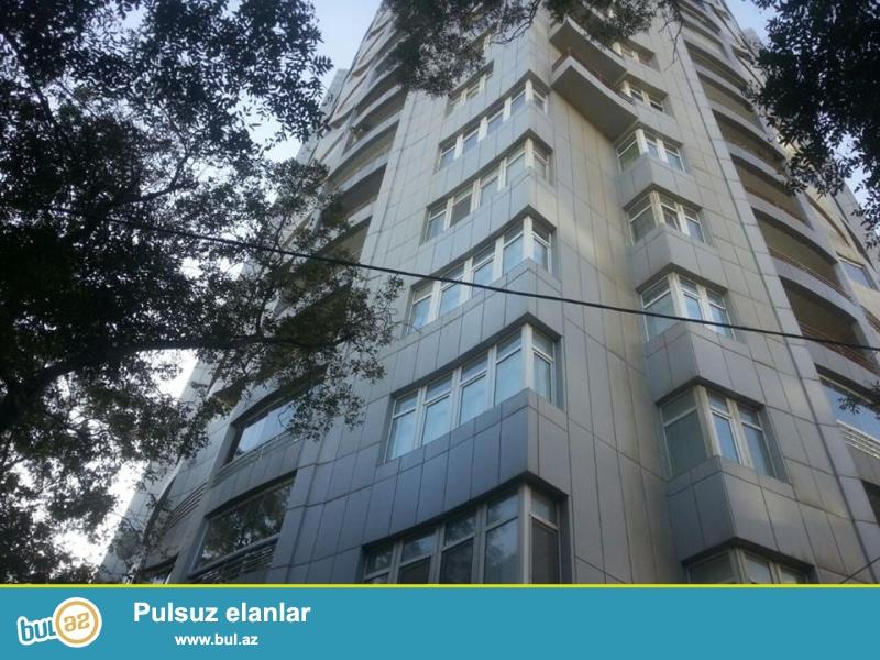 Nərimanov rayonu Təbriz küçəsi yeni inşa edilmiş və tam yşayışlı bina 18-13, 2 otaqlı mənzil satılır...