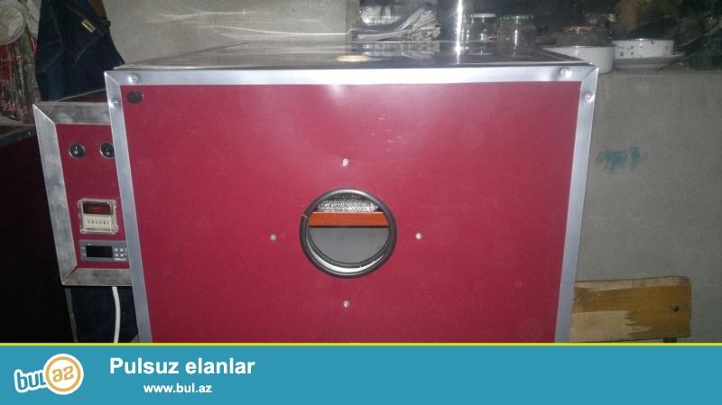 Inkubator satisi Bakida <br /> Avtomatlaşdırılmış ən son rəqəmsal model inkubatorlar yumurtaların çevrilməsinin ve temperaturunu tənzimlənməsi idarəetmə sistemi tərəfindən avtomatik aparılır...