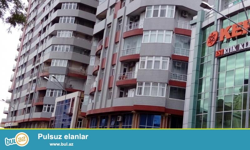 Продается 3-х комнатная квартира под маяк в районе Нариманова по улице Хасаноглы недалеко от м...