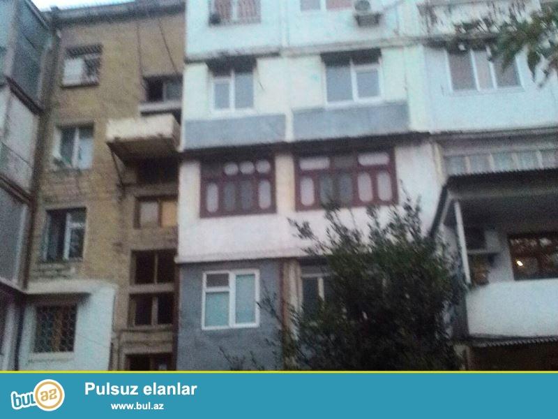 """Satılır Montin """"Funda"""" klin-ka  və """"Aylı"""" marketin yanında  xruşovka  layiheli binada  2 otaqlı mənzil..."""