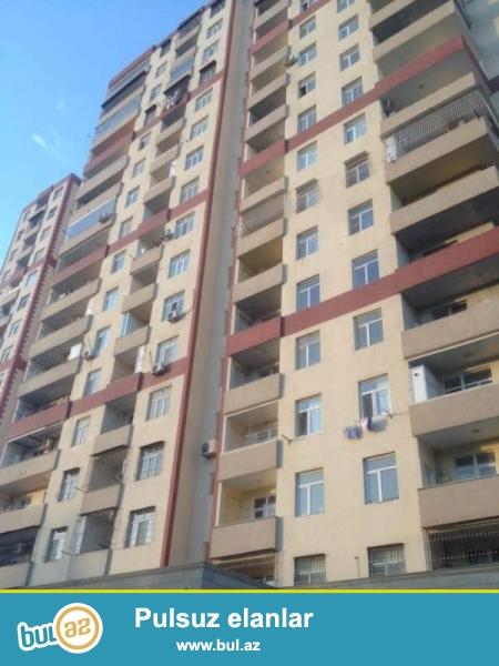 В 7 микрорайоне  предлагается к продаже роскошная, просторная и очень светлая 2- х комнатная квартира, удачно переделанная в 3-х комнатную квартиру...