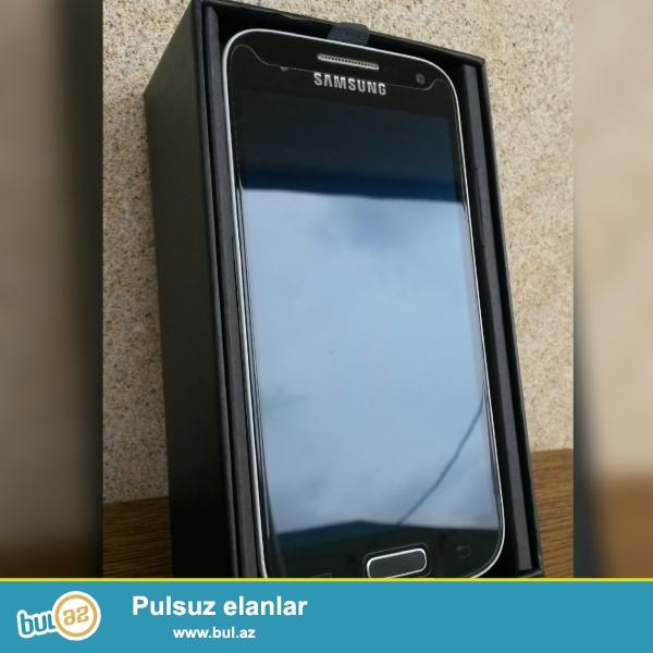 Samsung Galaxy S4 mini. Butun aksesuarlari ustunde verilir...