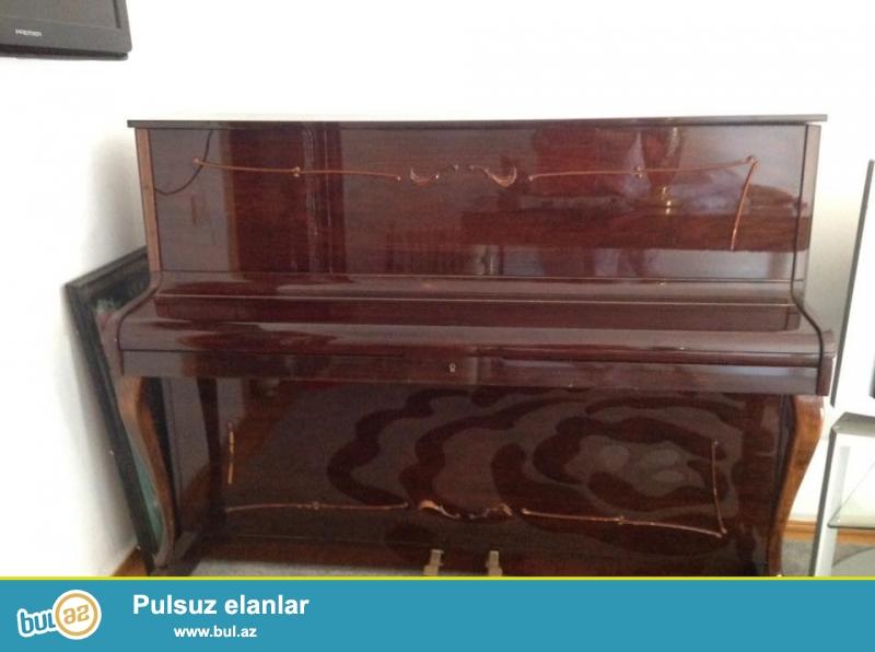 Ronisch satilir.60-80ci illerin antika pianinasidir...
