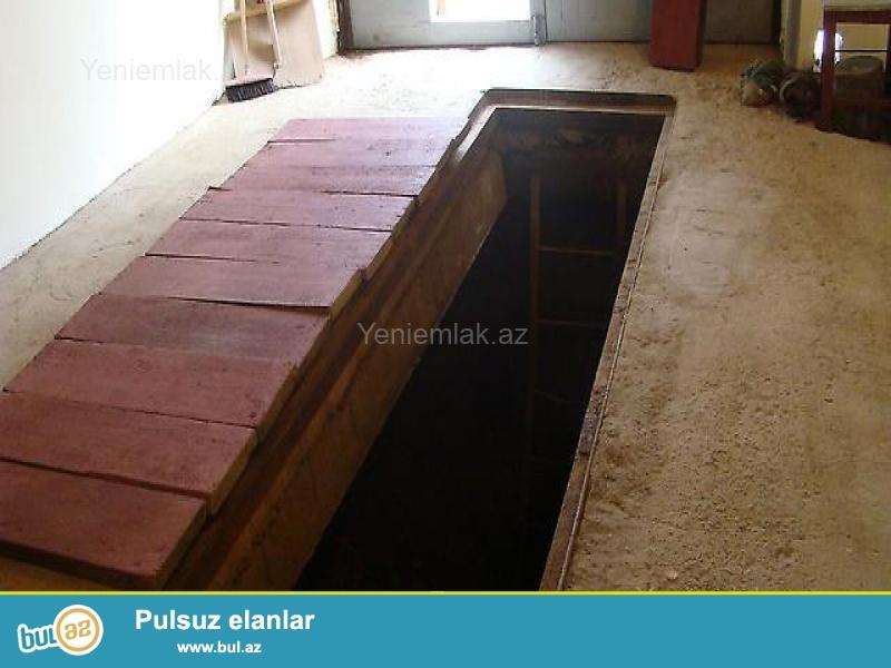 Qaraj <br /> 33 m2.<br /> <br /> Sənədli, Kupçlı Daş Qaraj. 3 metrə yaxin hündürlüyü, damı təzə qırlanib...