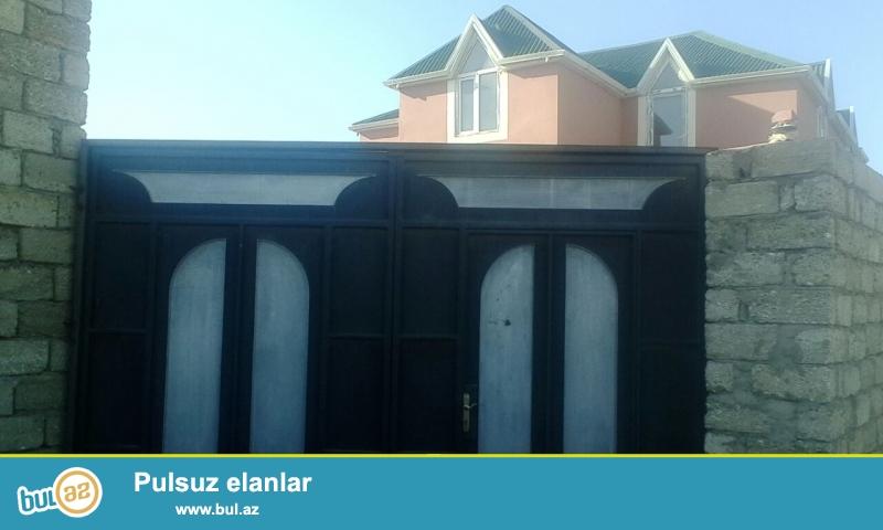 Buzovnada bağlarda yola,168 nöm marşurutun axırıncı dayanacağına az qalmış  5 sot torpaq sahəsində 2 mərtəbəli 4 otaqlı ,mansarlı ev satılır...