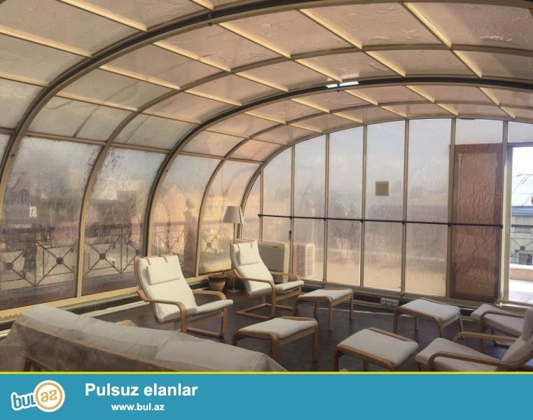 Продаётся  2-х этажный  объект, расположенный в    одном из самых респектабельных районов города Баку -    в ЦЕНТРЕ ГОРОДА,  ИЧЕРИШЕХЕР,  напротив  ресторана   «МАНГАЛ»  общей площадью  250  кв...