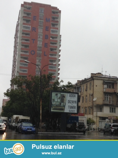 Seherin en gozel yerlerinden birinde yerlesen, Hesen Eliyev kucesi,kohne (inqlab) da tam yasayisli19 mertebeli  binanin 14-cu mertebesinde QAZLI , umumi sayesi 197 kv m olan temirsiz (pod moyak), 4 otaqli ela proyektlidir...