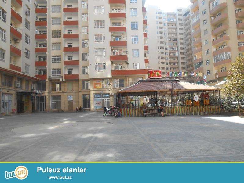 Ени Ясамал,  над  детским садом «Албалы»,  в  элитной заселённой новостройке предлагается 2-х  комнатная квартира...
