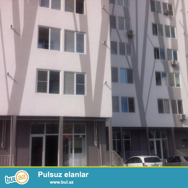 Təcili.<br /> Şəhərin ekoloji-təmiz ərazisi - «Gənclik» metro stansiyasının yaxınlığı, «ABU Arena»-nın yanında 10 mərtəbəli eksperimental layihəli daş binanın 4-cü mərtəbəsində 2 otaqlı mənzil satılır...