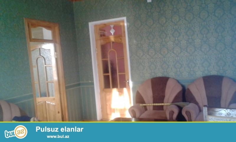 Maştağa Buzovna yolunda yoldan 300 mt məsafədə 3 sot torpaq sahəsində  7 daş kürsüdə qoşa daşla tikilmiş ümumi sahəsi 120 kv mt olan 4 otaqlı ev satılır...