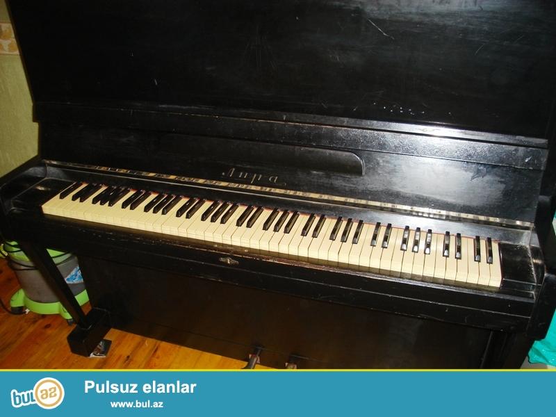 ЛИРА adlı qara rəngdə pianino satıram .Normal vəziyyətdədir.