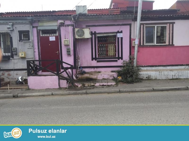 Bineqedi rayonu Bileceri qesebesi Y.Huseynov kucesi donge 2 ev 1 de yerlesen 2 otaqli 50 kv temirli heyet evi satilir...
