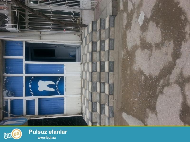Elmedlli metrosunun yaxinligi Tebrik sadliq sarayi ile uzbe uz kohne qainin binasi...