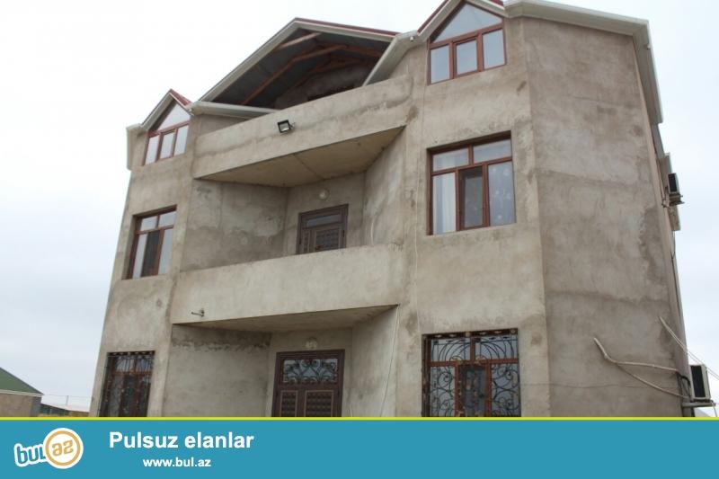 Sabunçu rayonu Maştağa qəsəbəsində   əsas yoldan 150 metr içəridə   7 sot torpaq sahəsində 60x60 monalit beton olan ümumi sahəsi   405 kv...