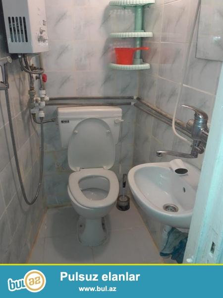 Nizami metrosu yaxinliqinda 2 mertebeli bina evinin 2ci mertebesinde 2 otaqli hamam tualet icinde (kamunal odemeden) 350azn nezrin-0555823480<br />