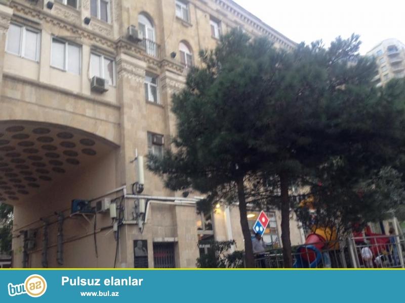 Срочная продажа.<br /> В центре города - около «памятника Нариманова» продаётся просторная 1 комнатная квартира...