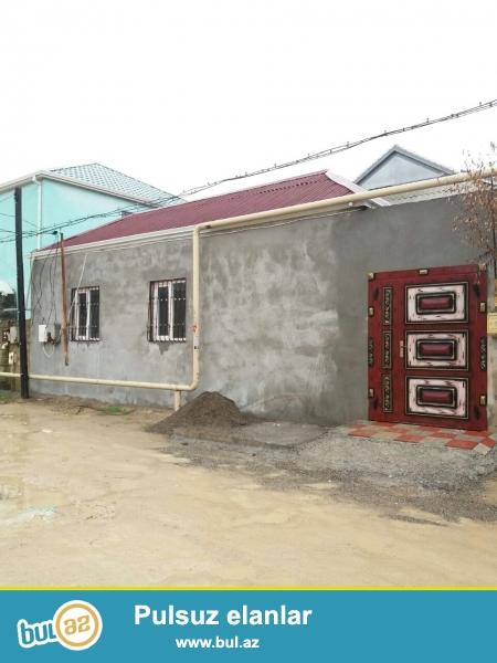 Zabrat 1 qəsəbəsində QAİnin arxasında 1 sot torpaq sahəsində ümumi sahəsi 50 kv mt olan 2 otaqlı ev satılır...
