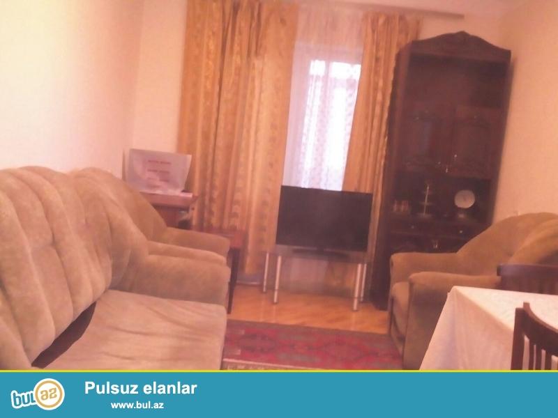 Продается 2-х комнатная квартира в Бинагадинском районе, в 6 МКР-е, рядом с метро Насими...