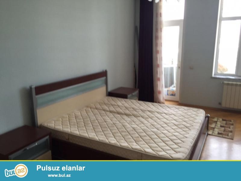 Новостройка! Cдается 3-х комнатная квартира в центре города, в Наримановском районе, рядом с метро Гянджлик, в престижном здании «Yeni Heyat»...