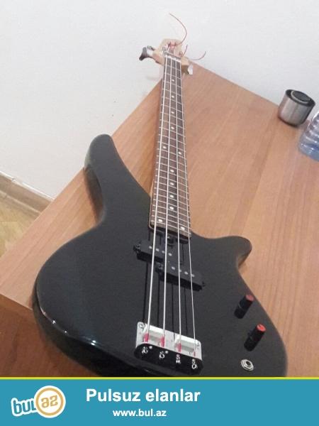 Salam Bass Gitara Satıram özümümdü hech bir problemi yoxdu alan adam aparata taxıb yoxlayıb verecem mikrafonu problemsiz işleyir şum yoxdu simleri tezedi çxolu var...