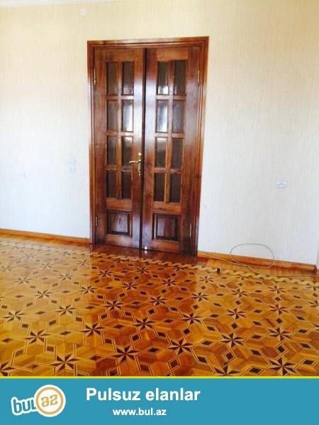 Bina 10-15 ilin daş binasıdır. 9 mərtəbəli evin 4-cü mərtəbəsidir...