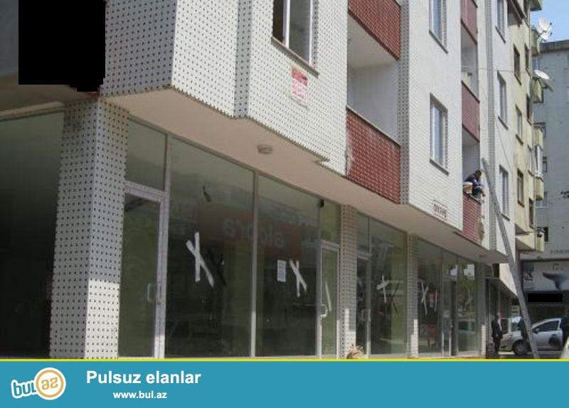 Tecili !!!Obyekt satilir  Y.Yasamalda yerlesen  Yeni Tikili binanin altinda16 /1 ci mertebesi   umumi 100 kv,pod mayak  vitrin penceresi ...