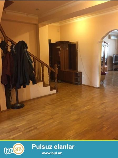 В Наримановском районе, рядом со станцией метро Нариманова  предлагается  3-х  комнатная квартира дуплекс общей площадью 265 кв...