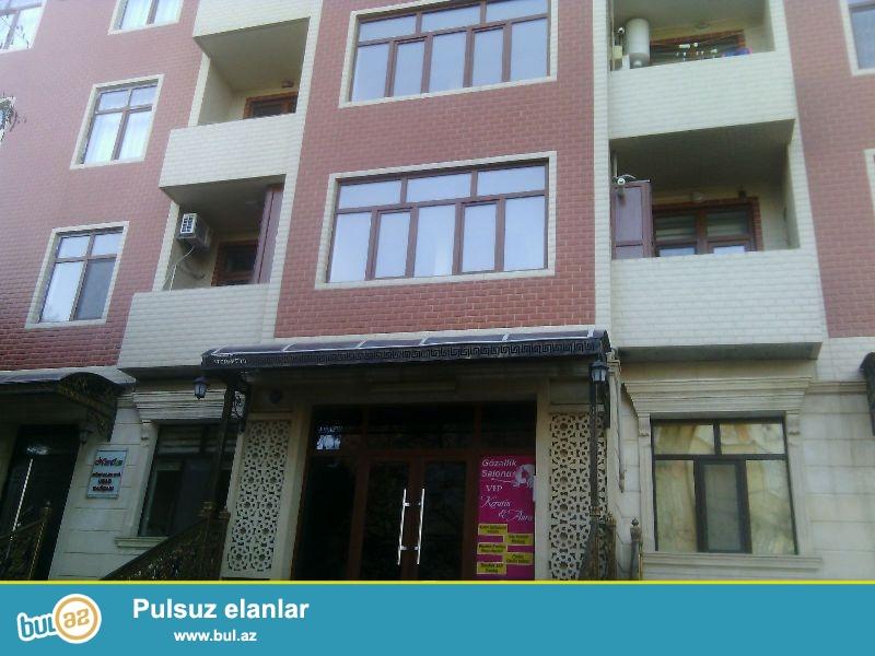Nəsimi rayonu 4 mikrorayon yeni tikilidə. Mərtəbə 18/15  ümumi sahəsi 129 kv...