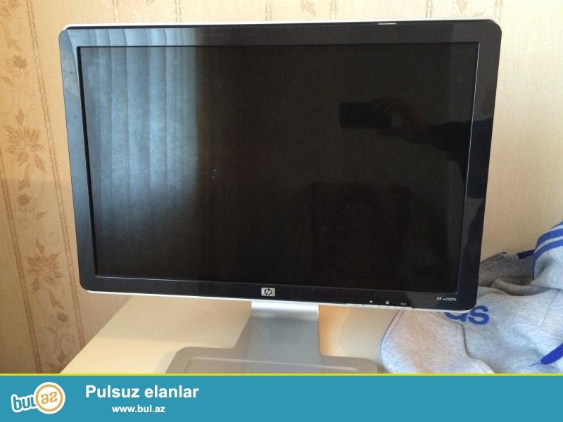 HP monitor satıram 22 inçdir. Aşağı yuxarı yenib qalxır dizayner yada proqramistlər üçün 90 dərəcəlik Pilot rejminə dönəbilir...