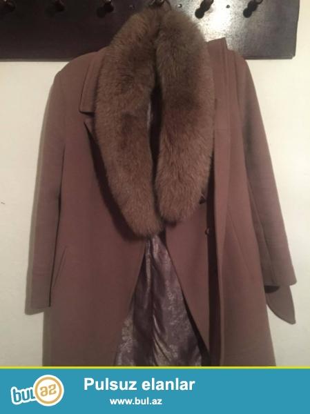 Kaşmir palto 50 razmer təbii mex ilə (mex həm də çıxır) rusiyadan 300 dollara alınıb, kiçik razmer olduğu üçün satılır...