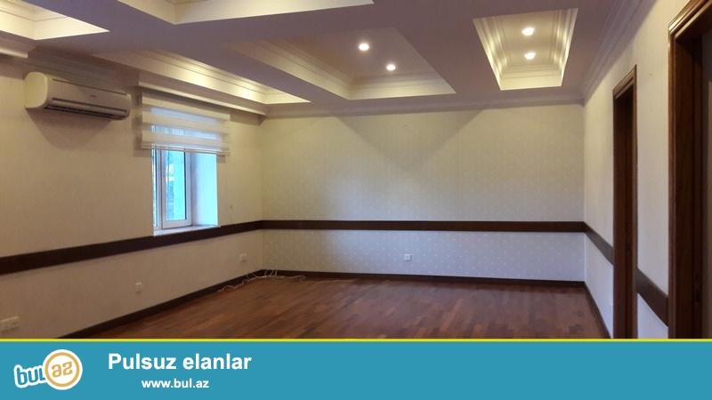 Yasamal rayonu, Elmlər Akademiyası metrosunun yaxınlığı, 5 mərtəbəli binanın 1-ci mərtəbəsində, ümumi sahəsi  400 kv...