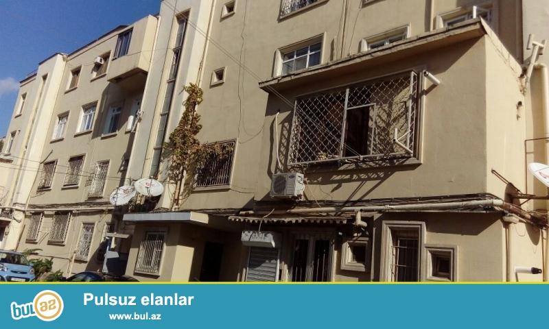 """На проспекте """" Азадлыг""""  на улице  Бакиханова около кинотеатра дружбы на против парка Короглу продается 4 -х комнатная (расширенная на 15 кв..."""
