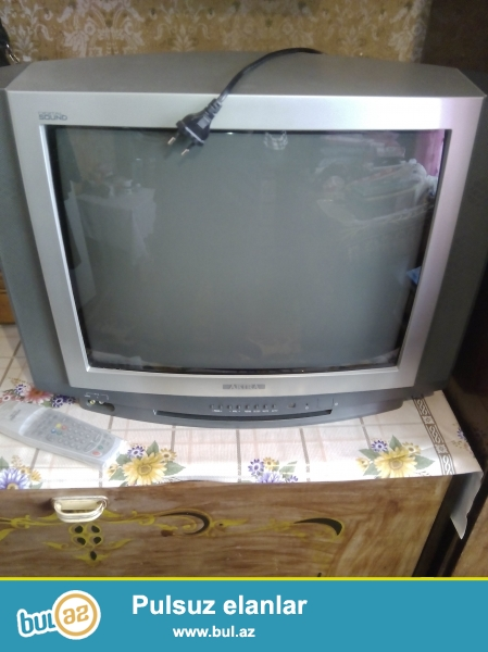 Akira markali 54 cm ekran olcusu olan televizor satiram...