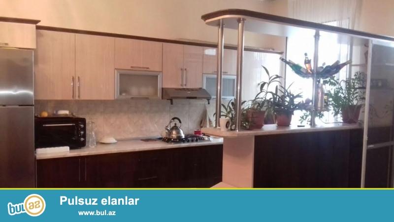 Biləcəri qəsəbəsi,6-cı döngədə 2.2 sotda 4 otaqlı ev satılır...