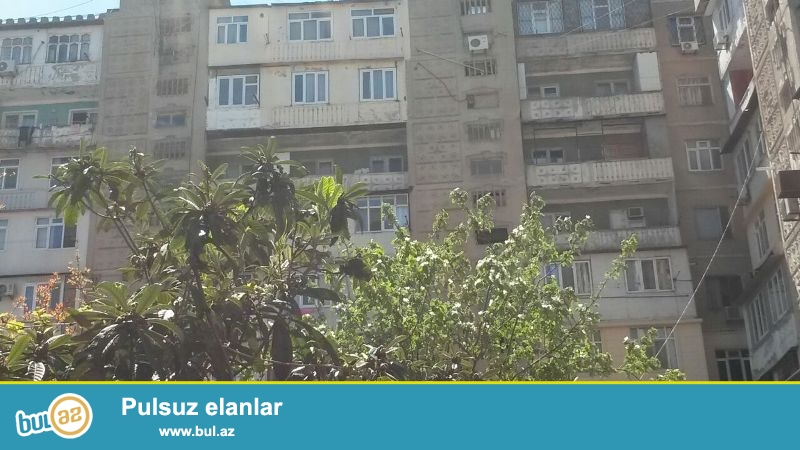 Yasamal rayonu  Yeni Yasamal qəsəbəsi  M.Xiyabani kücəsində  5 otaqlı 4 otaqlıya düzəldilmiş  ev satılır...