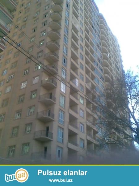 İnqlabda ASAN xidmətin arxasında Yeni Tikili binada 2 otaqlı təmirsiz mənzil satılır...