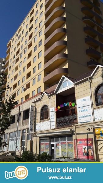 Xırdalan dairəsinin yaxınlığında, Heydər Əliyev prospektində ,Bakıya ən yaxın məsafədə yerləşən, ümumi sahəsi 90 kv/m olan 2 otaqlı mənzil satılır...