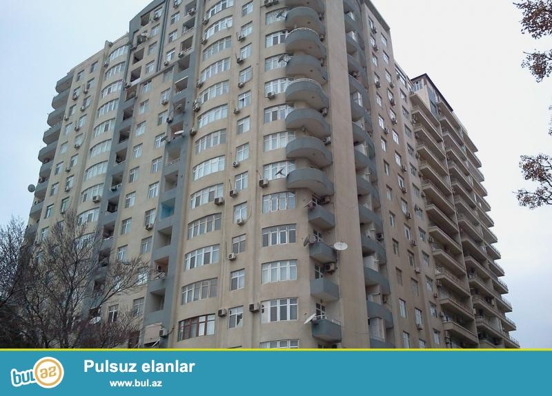 Təcili satış.<br /> 9-cu mikr., «Favorit» marketin yanında tam yaşayışlı yenitikili binada 1 otaqdan 2-yə düzəlmə mənzil satılır...