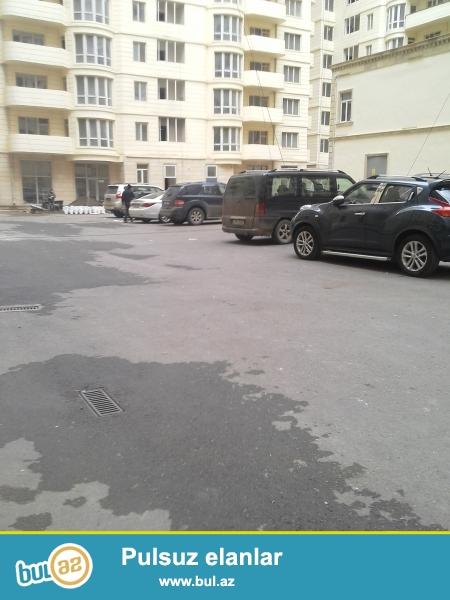 tbilisi prospektində çıraq plazanın yaxınlığında təzə binada 1 otaqlı ev satılır...