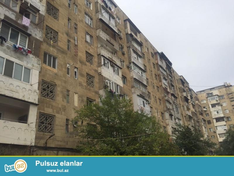 В Ясамальском районе, около метро Elmler Akademiyasi на улице Захид Халилова продается 3  комнатная квартира...
