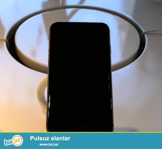 Salam Telefon tecili satilir, Dubay versiyasidi Dublikat 64 GB'dir Telefon Ela veziyetdedi hec bir problemi yoxdu Kamera ses hamisi ela veziyetde isleyir Telefon sekilde gorduyuvuz kimidi Qara rengdi Original'dan secilmir sadece 20% donur telefon Telefon barter edilir , Telefonun uste original Ayfon'cun USB verirem Isteyen Whatshapda Elaqe saxlasin : (+994 55 ) 606-23-37