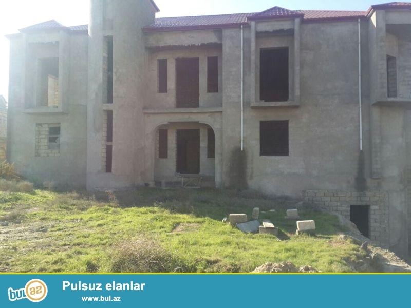 Сабаильский район посёлок Бадамдар 2 массив продается на 34-х сотах  земельного участка Два 3-х этажных частных дома без ремонта, под маяк...