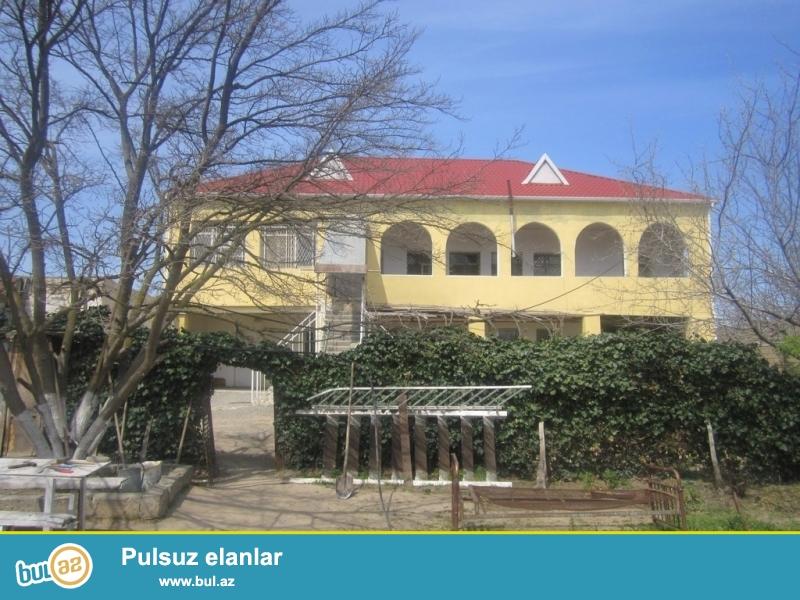 Срочно! По дороге Маштага -Бильгя, около новой мечети ,продается  на 18-и сотках, 2-х этажный 8-ми комнатный частный дом старого строения, общая площадь дома 200 квадрат...