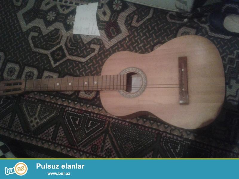 Tecili satiram qeyd edimki sumkasi yoxdu bele yaxwi vezdedi claasik gitaradi