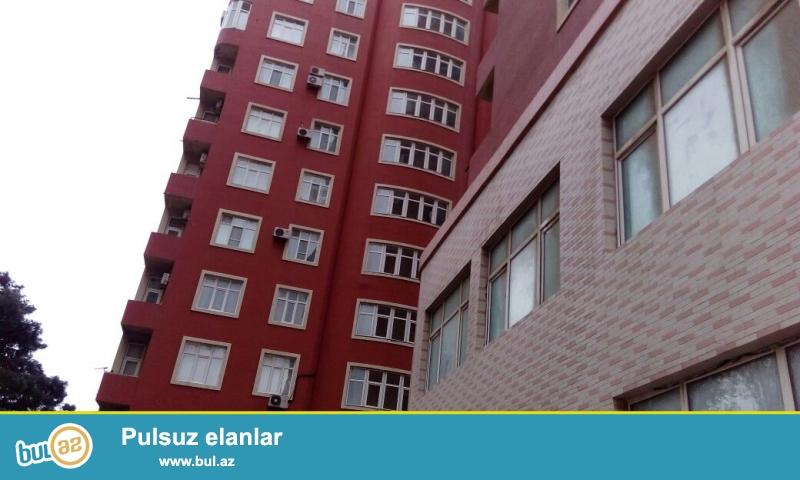 """8-ci mikrorayonda """" İbadın binaları"""" Ismayıl MTK""""18 mərtəbəli tam yaşayışlı yeni tikili binanın 14 -cü mərtəbəsində yerləşən 2 otaqlı mənzil satılır..."""