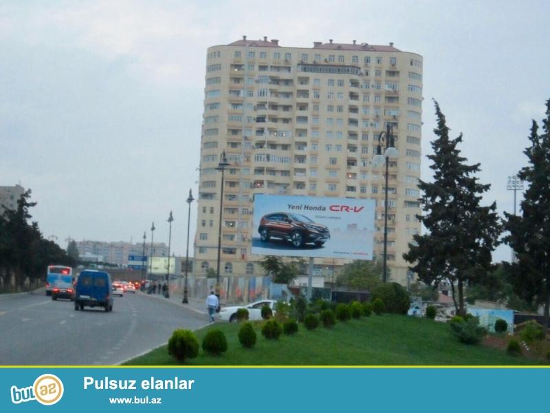 Yasamal rayonu,  1-ci mikrarayon,  20 yanvar  metrosuna yaxin, Tbilisi prospekti,  yeni yikili QAZLI ve tam yasayisli binada, 17/9-cu mertebesinde,  umumi sahesi 145 m2 olan, ela temirli, 3 otaqli menzil satilir...