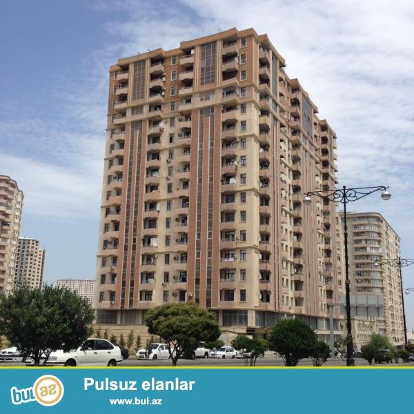 Yasamal rayonu, Qelebenin dairesinin yaninda, tam yasayisli, QAZLI yeni tikili binada, 16/11-ci mertebesinde, umumi sahesi 170 m2 olan, temirsiz (padmayak), ela proyektli, yelceken (skvoznoy) 4 otaqli menzil satilir...