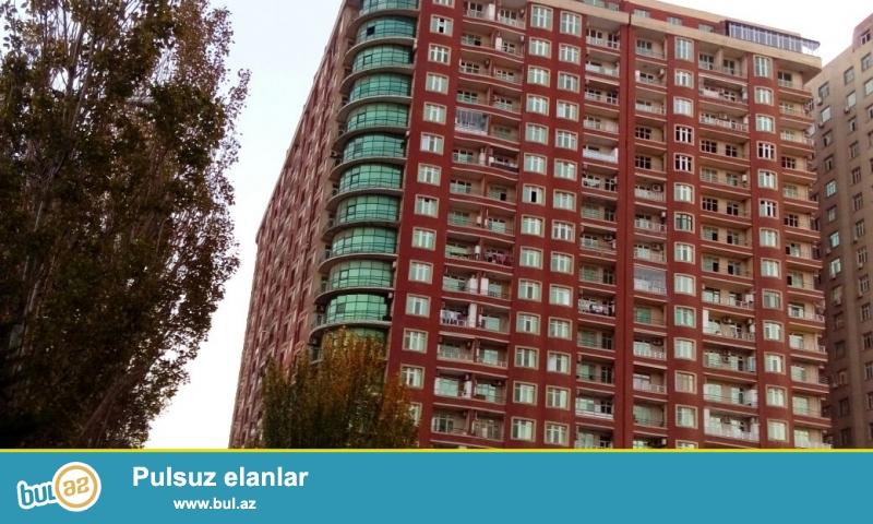 """На проспекте Азадлыг """"Улица Инглаб""""за Асан Хидметом продается 2-х комнатная квартира в новостройке , переделана в 3-х 19/6-этажного здания..."""