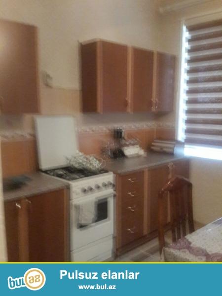 Nərmanovda metroya yaxın DOST marketin yaxınlığında 16 mərtəbəli binanın 14 cü mərtəbəsində 2 otaqlı ev kirayə verilir...