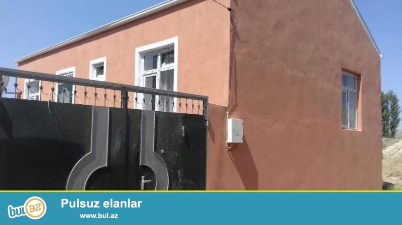 Binəqədi rayonu,Biləcəri qəsəbəsi,92 və 170 nömrəli maşın yoluna yaxın məsafədə 1,5 sotda 3 otaqlı tam təmirli ev satılır...